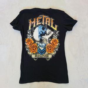 NWOT Skull and roses v neck S